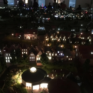 Das Miniaturland Leer bei Nacht