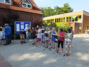 Die Bläsergruppe der Kooperativen Gesamtschule Wiesmoor unter der Leitung von Frau Hentschel