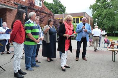 Jens-Peter Grohn überbrachte die Grüße vom Rat und der Verwaltung -- Quelle: Jürgen Adams- Wiesmoor Info Blog