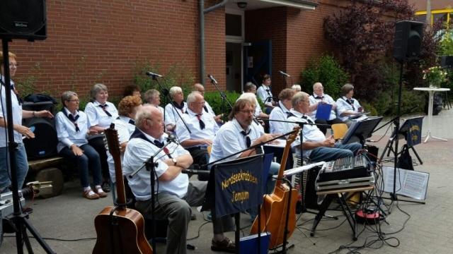 Die Nordseekrabben aus Jemgum sorgten mit ihrer Musik für gute Stimmung. Quelle: Jürgen Adams- Wiesmoor Info Blog