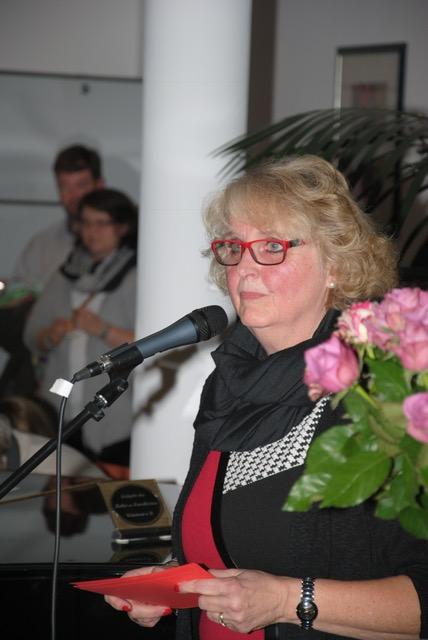 orsitzende Manuela Stadtlander-Lüschen eröffnet die Ausstellung. (Quelle: Christian Behrends, Anzeiger für Harlingerland)