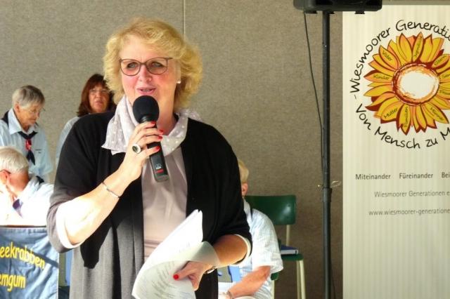 Die Vereinsvorsitzende Manuela Stadtlander-Lüschen begrüßt die Gäste. Quelle: Hans-Jürgen Adams - Wiesmoor Info Blogspot