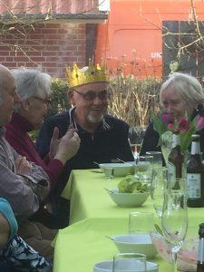 König Dieter gab seine Krone an seine Nachfolgerin ab.